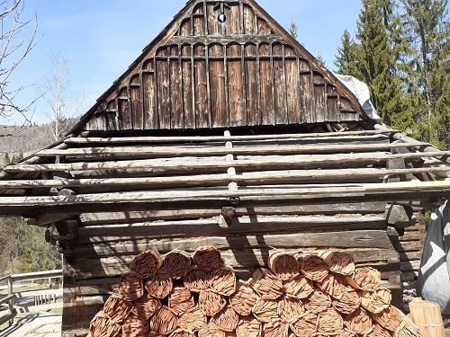 Pozrite si Múzeum kysuckej dediny vo Vychylovke aspoň virtuálne