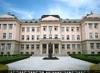Slovenské pohľady a spisovatelia kritizujú ministerstvo kultúry pre finančnú degradáciu časopisu