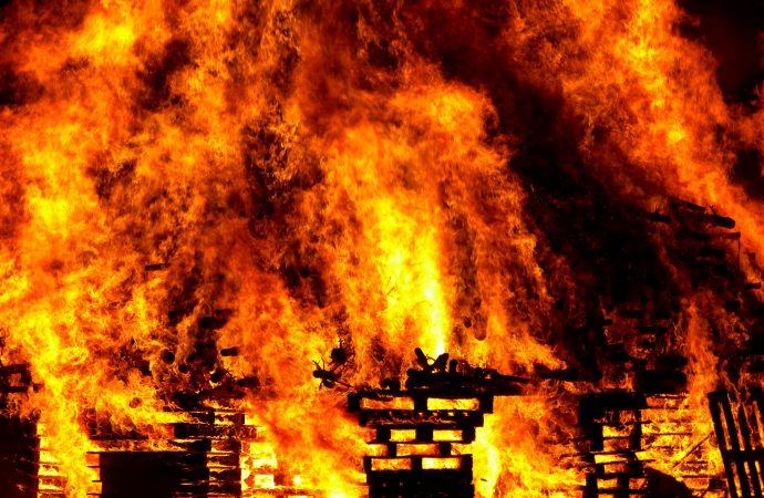 V okrese Ružomberok je vyhlásený čas zvýšeného nebezpečenstva vzniku požiaru. Na čo v tomto období dávať pozor?