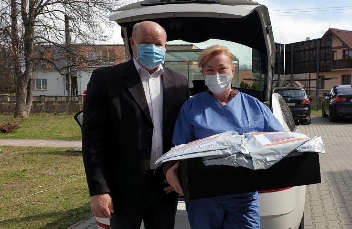 Mesto Liptovský Hrádok rozdalo 150 ochranných krytov tváre a očí
