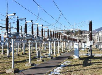 Do rozvodne v Sučanoch sa vracajú elektromontéri, práce budú pokračovať