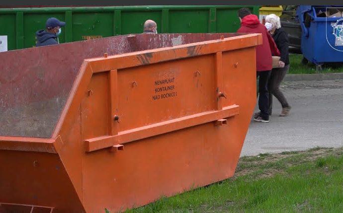 V Ružomberku začali s novým systémom odvozu veľkokapacitných kontajnerov