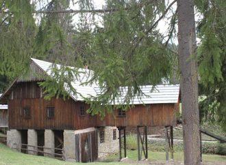 V Múzeu kysuckej dediny poupratovali a opravili strechy. Opäť je prístupné verejnosti