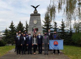 Predstavitelia radnice v Liptovskom Mikuláši položili veniec k Pamätníku Žiadostí slovenského národa
