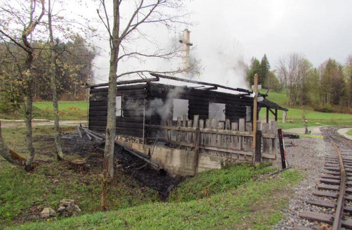 Požiar zničil goralskú drevenicu v sedle Beskýd
