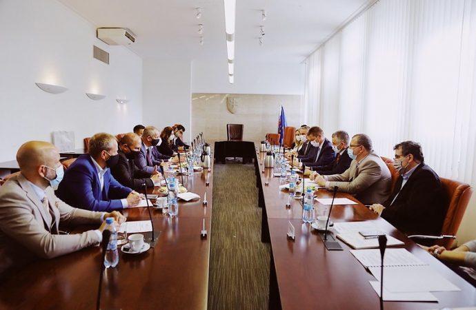 S ministrom dopravy rokovali krajské mestá, Žilinu zastupoval primátor Peter Fiabáne