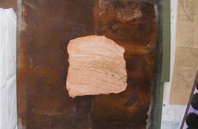 Výstava hlinených plastík a reliéfov z tvorby výtvarníčky Lindy Orieščikovej