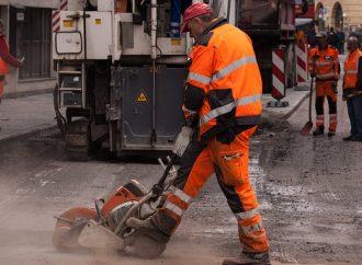 Prejazd vozidiel zo stavby diaľničného privádzača cez Chalupkovu ulicu v Bytčici potrvá do 22. apríla