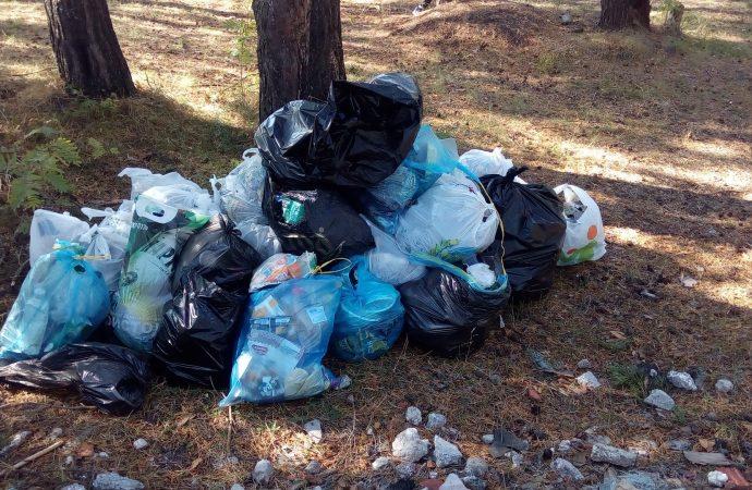 Obyvatelia sídliska Kľačno v Ružomberku upratali svoje okolie