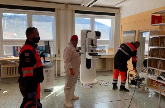 Členovia Oravského záchranného systému dezinfikujú zdravotnícke zariadenia