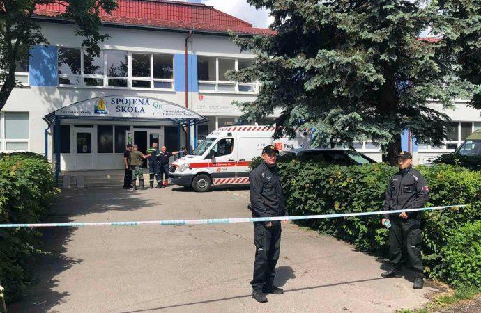 Na základnej škole vo Vrútkach došlo k napadnutiu pracovníkov školy, udalosť si vyžiadala obete