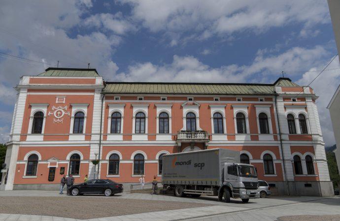 Mesto Ružomberok dostalo 9 paliet hygienických potrieb a3 palety kancelárskeho papiera