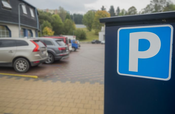 Dolnokubínska samospráva od pondelka obnovuje platené parkovanie v centre mesta