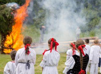 Bylinky aj tradičná vatra. Zažite čaro Jánskej noci v Múzeu kysuckej dediny vo Vychylovke