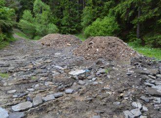 Stavebná drť z bývalej školy v Turzovke sa použije na spevnenie odľahlých ciest