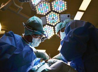 Svetový deň transplantácií – Čo s pacientmi, ktorí sa kdarovanému orgánu správajú nezodpovedne?