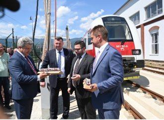 VIDEO: Vo Vrútkach pribudol nový dvojčlánkový dieselový vlak z eurofondov