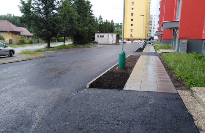 Na ulici Lipovej na Podbrezinách rozšírilo mesto Liptovský Mikuláš odstavné plochy