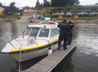 Policajti dohliadali na dodržiavanie pravidiel pri prevádzke plavidiel na Liptovskej Mare