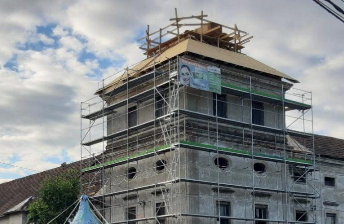 OZ Revitalizácia kaštieľa Teplička nad Váhom vyhlásila zbierku na obnovu strechy veže