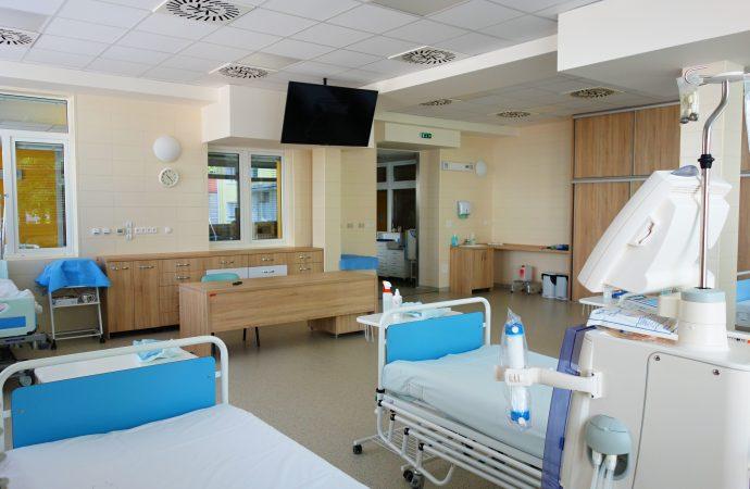 Vďaka novej prístavbe dialyzačného strediska UNM majú pacienti väčší komfort