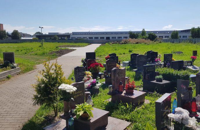 Na Vrbickom cintoríne zrealizovali výstavbu nového chodníka