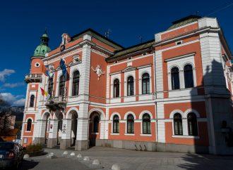 Potulky mestom v Ružomberku: O čom si šepkajú múry škôl