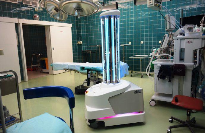 Operačné sály martinskej nemocnice dezinfikuje špičkový robot