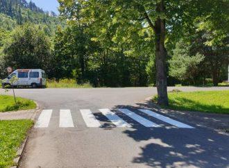 V Liptovskom Hrádku obnovili vodorovné dopravné značenie