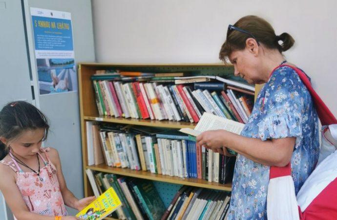 S knihou na lehátku – knižnica na Mestskom kúpalisku v Čadci