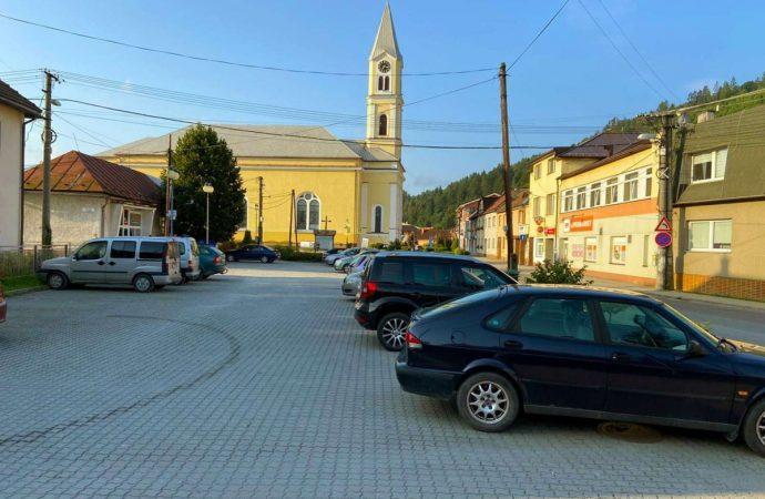 Mesto Krásno nad Kysucou zaviedlo parkovanie s časovým pásmom