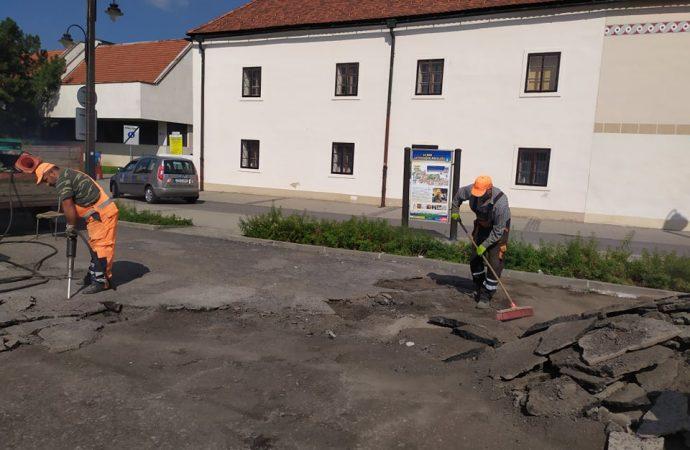 V Liptovskom Mikuláši sa začala čiastočná oprava parkoviska pri Katolíckom dome