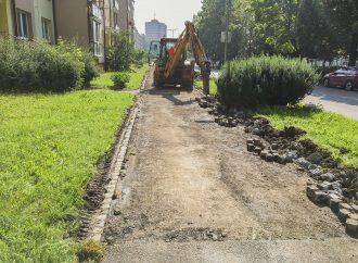 Dolnokubínska samospráva opravuje chodník na ulici SNP