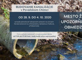 V Považskom Chlmci pokračujú práce na budovaní splaškovej kanalizácie