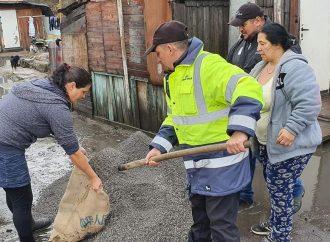 Dobrovoľní hasiči v Liptovskom Mikuláši bojujú s výdatným dažďom