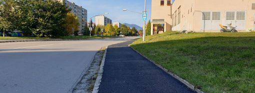 Mesto Liptovský Mikuláš opravilo chodník od autobusového výstupiska na dolných Podbrezinách