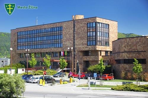 Mestský úrad v Žiline je naďalej nedostupný, k dispozícii je v stredu len pokladňa