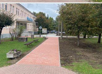 Mesto Rajec realizuje masívnu rekonštrukciu chodníkov a spevnených plôch
