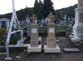 Na cintoríne v Kláštore pod Znievom dokončujú reštaurovanie náhrobkov rodiny Tocsek