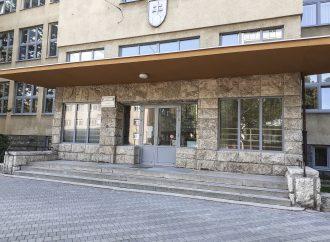 Na Gymnáziu v Ružomberku boli vymenené okná a dvere po obvodových stenách