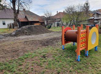 Pri Materskej škole Ondrašovská vytvorili umelý kopec na zimné radovánky