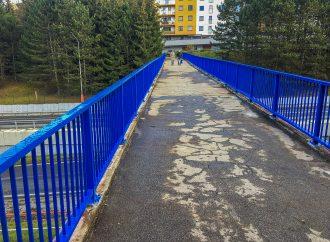 Mesto Dolný Kubín opravilo zábradlie na moste, ktorý spája Brezovec s centrom mesta
