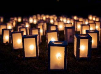 VŠIMLI SME SI: Hasiči v Lutišiach rozsvietili cintorín