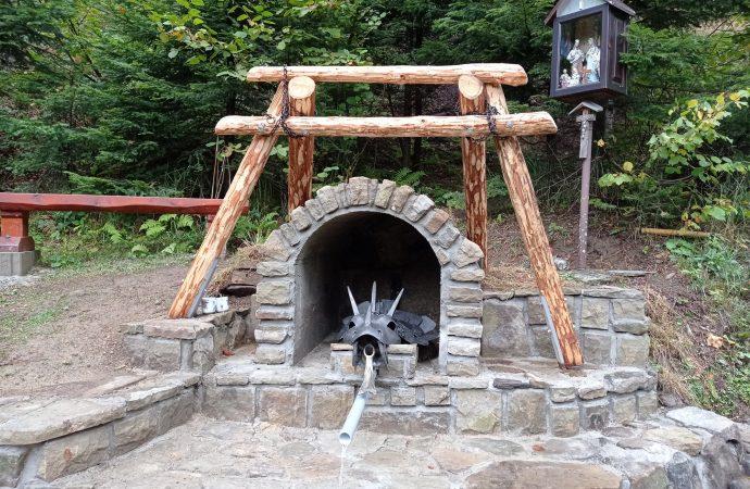 """Obnova studničky  – prameňa """"Hladná voda"""""""