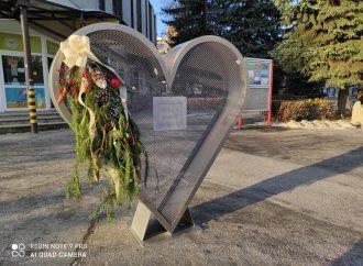 V meste Dolný Kubín aktuálne osadili Kubínske srdce na zbierku plastových vrchnáčikov