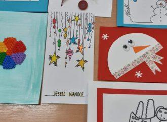 Deti z Liptovského Mikuláša potešia starých ľudí pohľadnicami