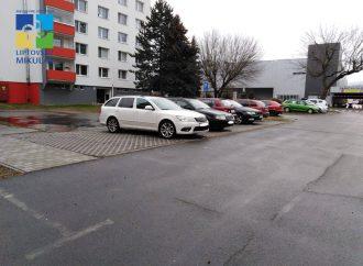 Na ulici Čsl. brigády v Liptovskom Mikuláši pribudli nové parkovacie miesta