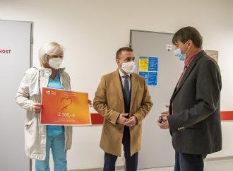 Mesto Dolný Kubín darovalo nemocnici peniaze na mobilný dezinfekčný prístroj