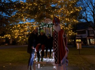 Mikuláš v Rajci rozsvietil vianočný stromček, pridal aj malé prekvapenie
