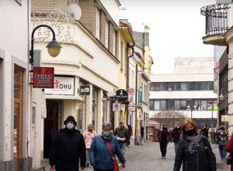 Žilina naďalej odstraňuje reklamné stavby z pozemkov mesta